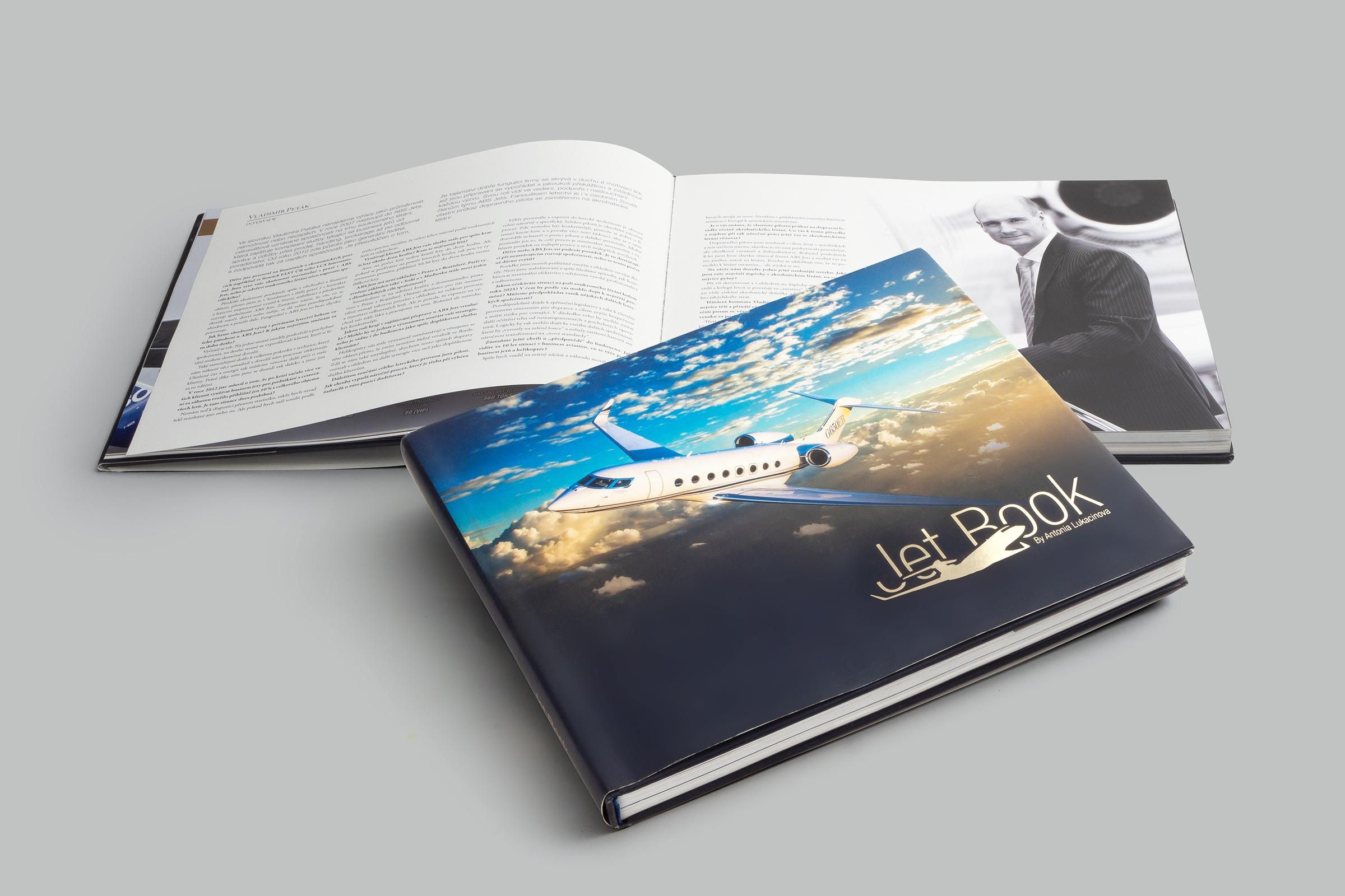 PRESTIŽNÍ reklamní KATALOG - Katalog letadel, prestižní prezentační kniha,šitá vazba v tvrdých deskách s přebalem a zlatou ražbou.