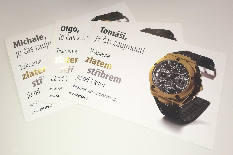 Leták s hodinkami ze Zlaté fólie s potiskem - Kovová fólie ve tvaru hodinek odpovídá vzhledu skutečných hodinek. Navíc jsou letáky personalizované.
