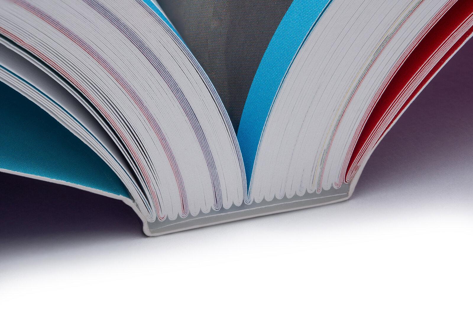 Listy sešité do složek a složky vlepené do měkké obálky -