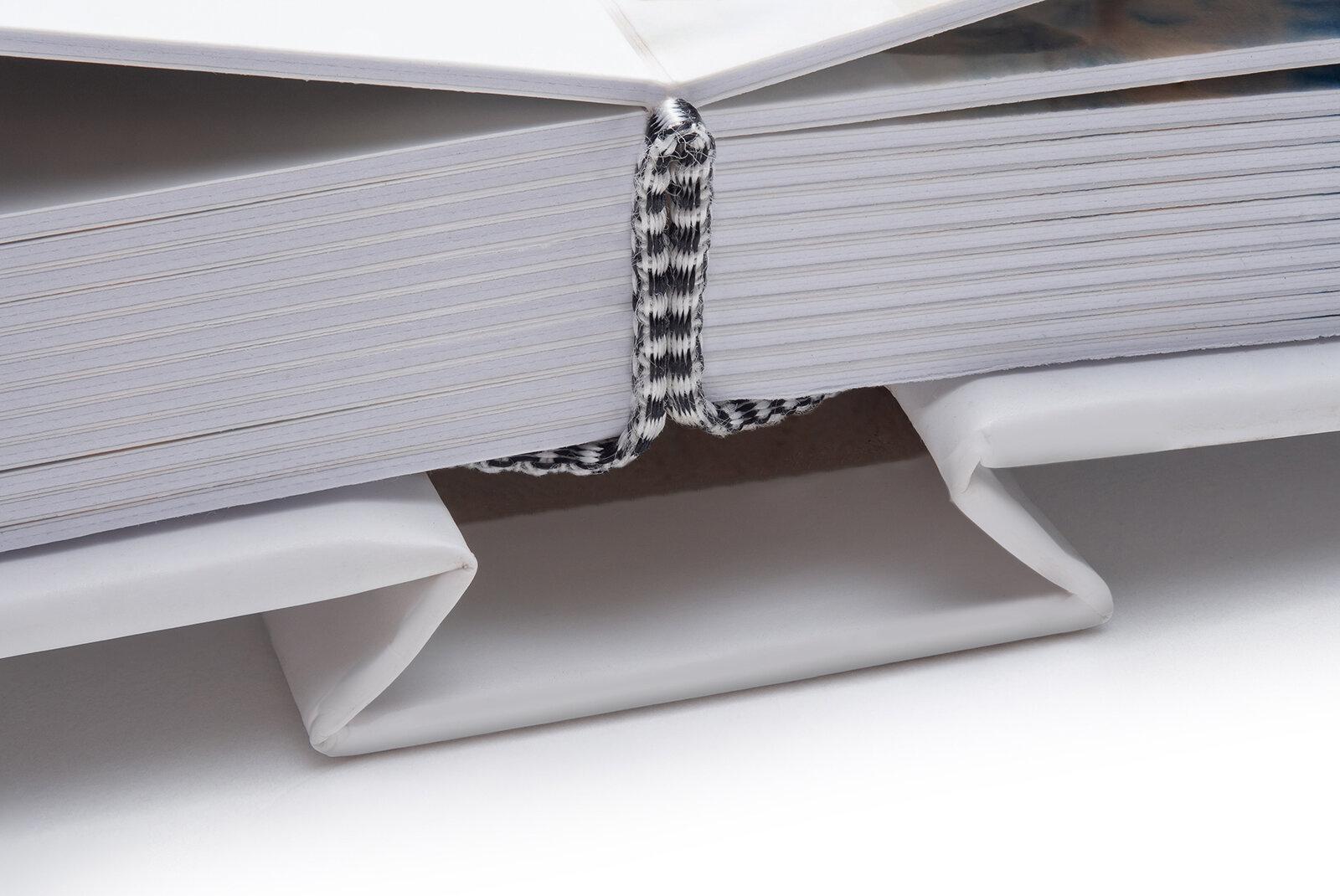 dvoustrany kašírované na karton a vlepené do tuhých desek -