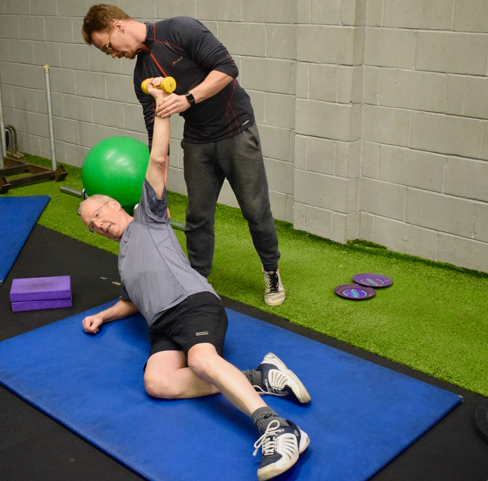 Personal-trainer-danny-carrying-out-an-assessment.jpg