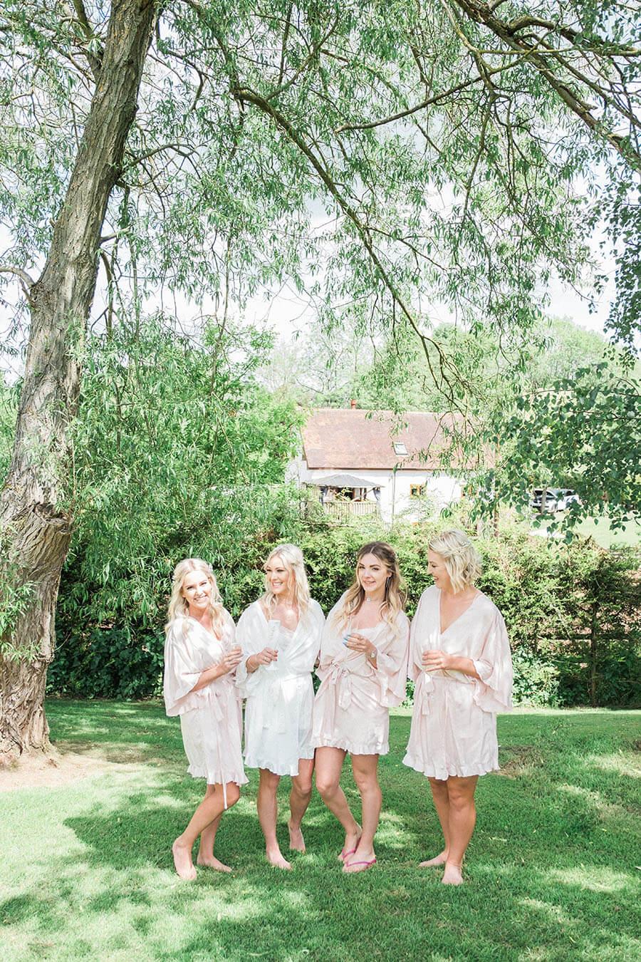 female wedding photographer.jpg