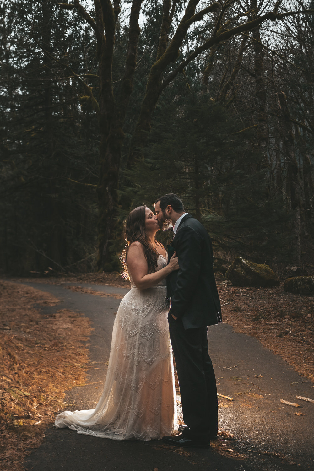 bride-groom-kissing-forest