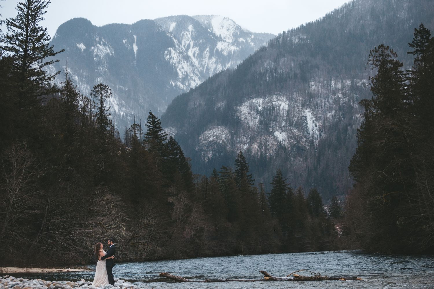 small-couple-snowy-mountains-winter-wedding