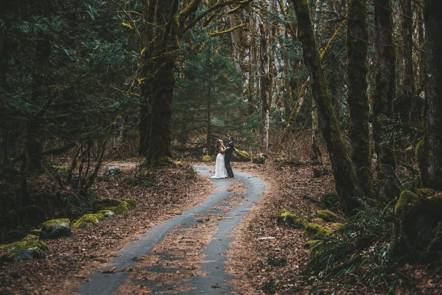 wedding-couple-forest-elopement