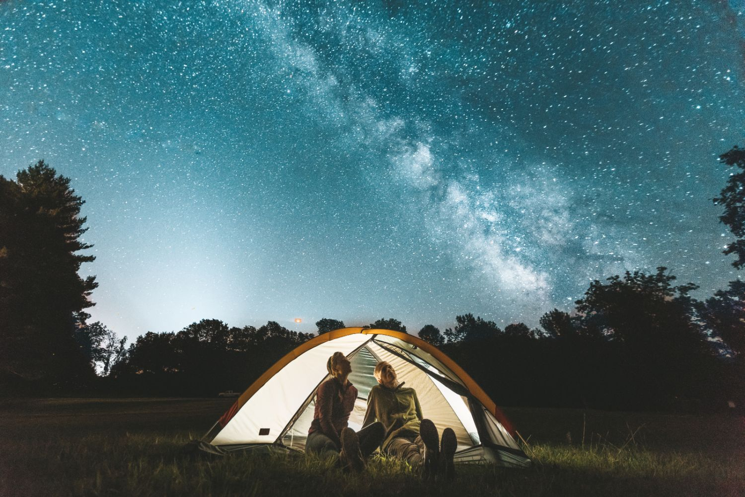 couple-tent-milkyway-stargaze-night-sky