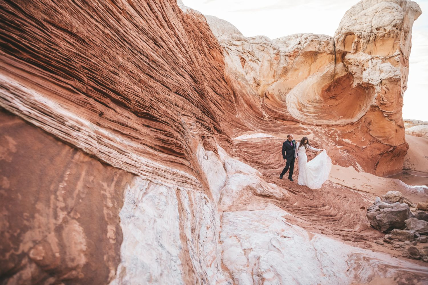 newly-married-couple-utah-adventure-elopement
