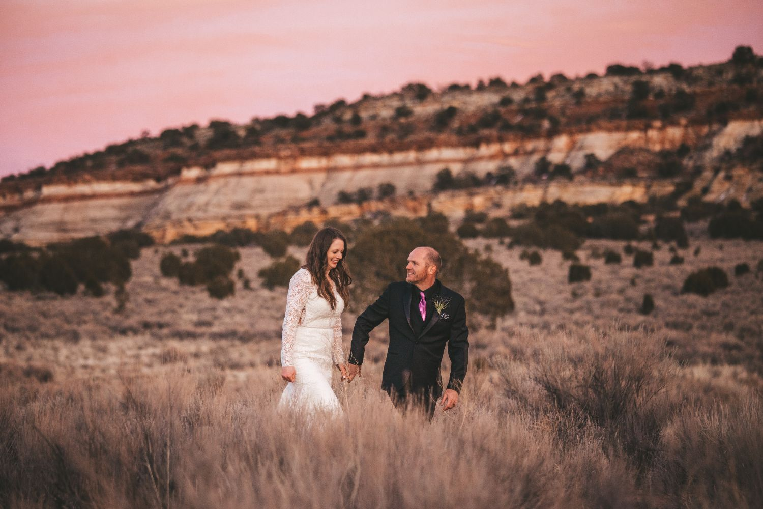 bride-groom-desert-sunset
