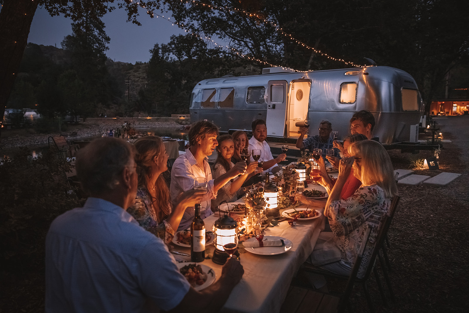 airstream-dinner