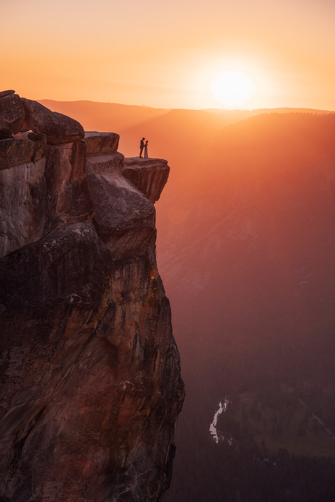 couple-cliff-yosemite-sunset