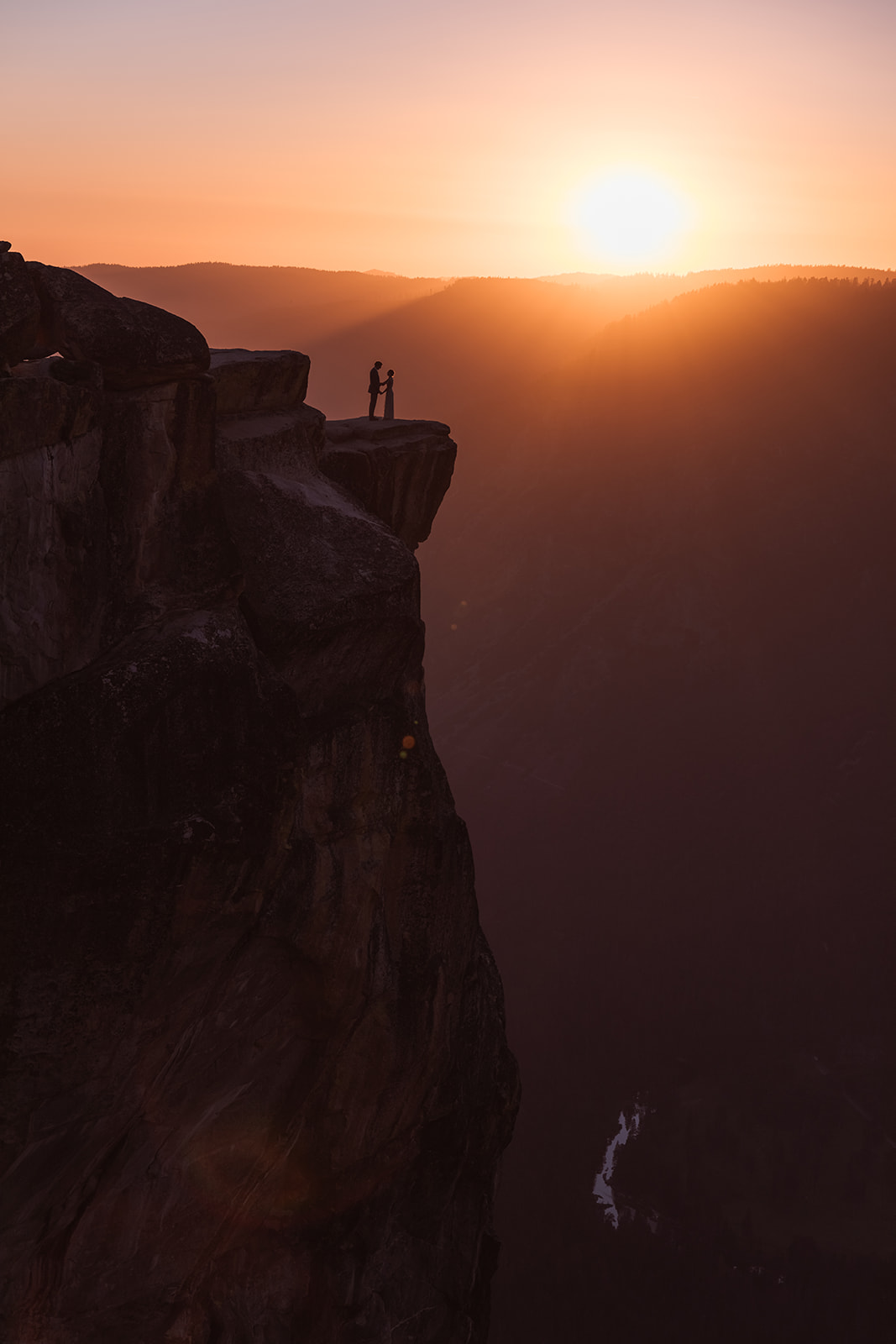 couple-overlook-taft-point-yosemite-sunset