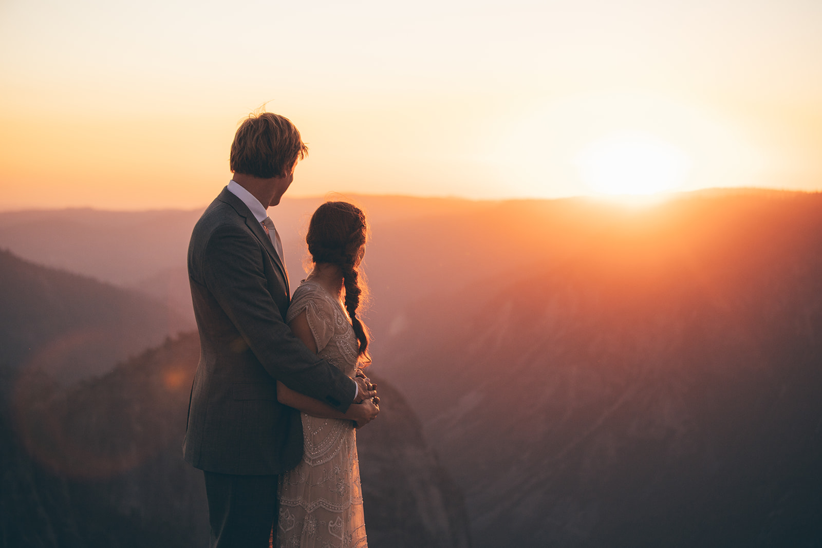 couple-look-sunset