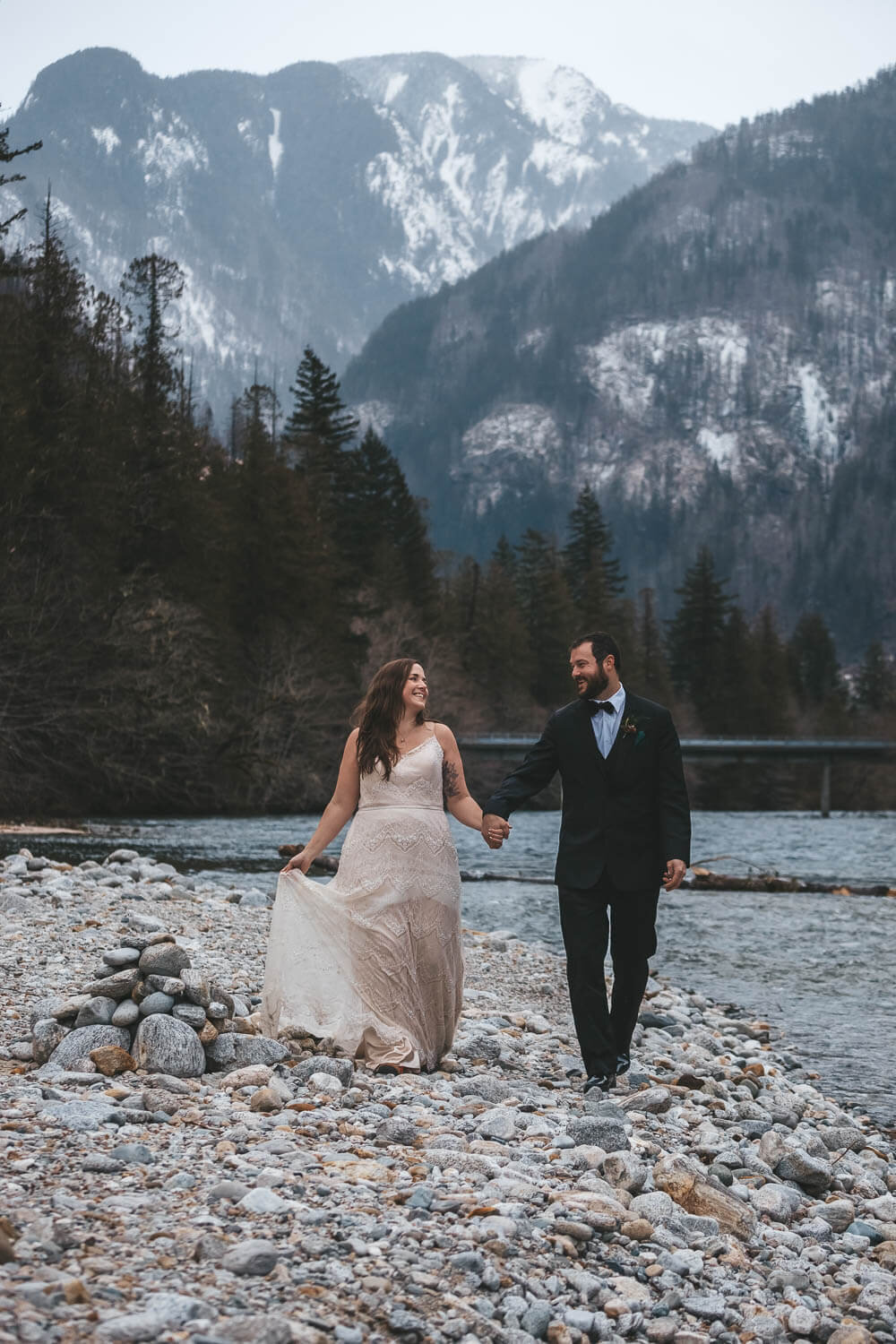 married-couple-walk-mountains
