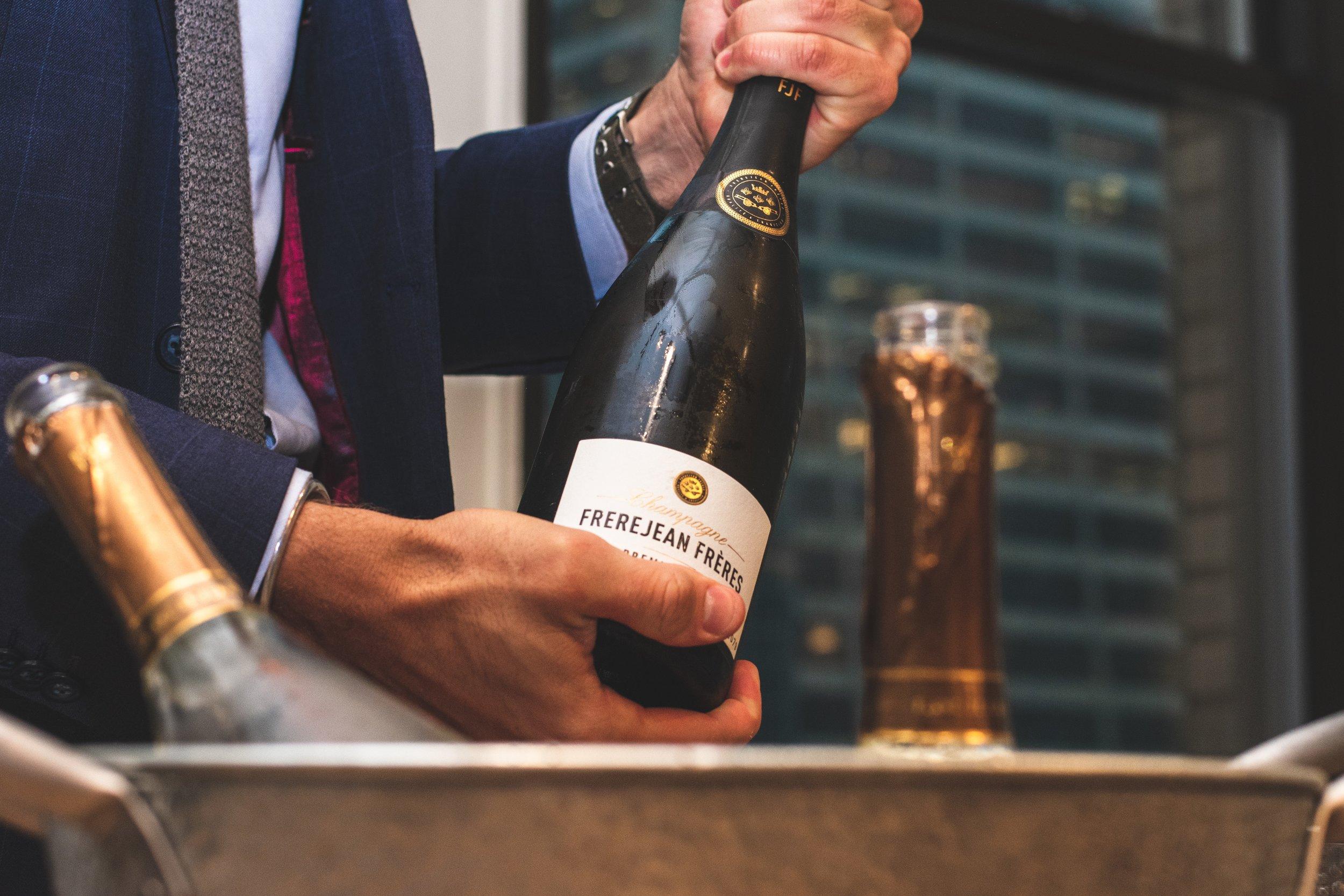 adult-alcohol-alcoholic-beverage-2401711.jpg