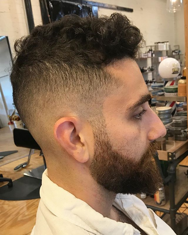 Chop from the other day ! @walidmendez #reuzel #chicagohairstylist #thebevysalon #menshair #fadehaircut #curlyhair #chicago #mizutani