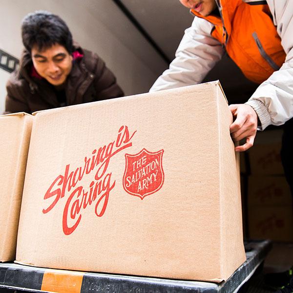 Christmas-Volunteers-Picking-up-Boxes-600.jpg