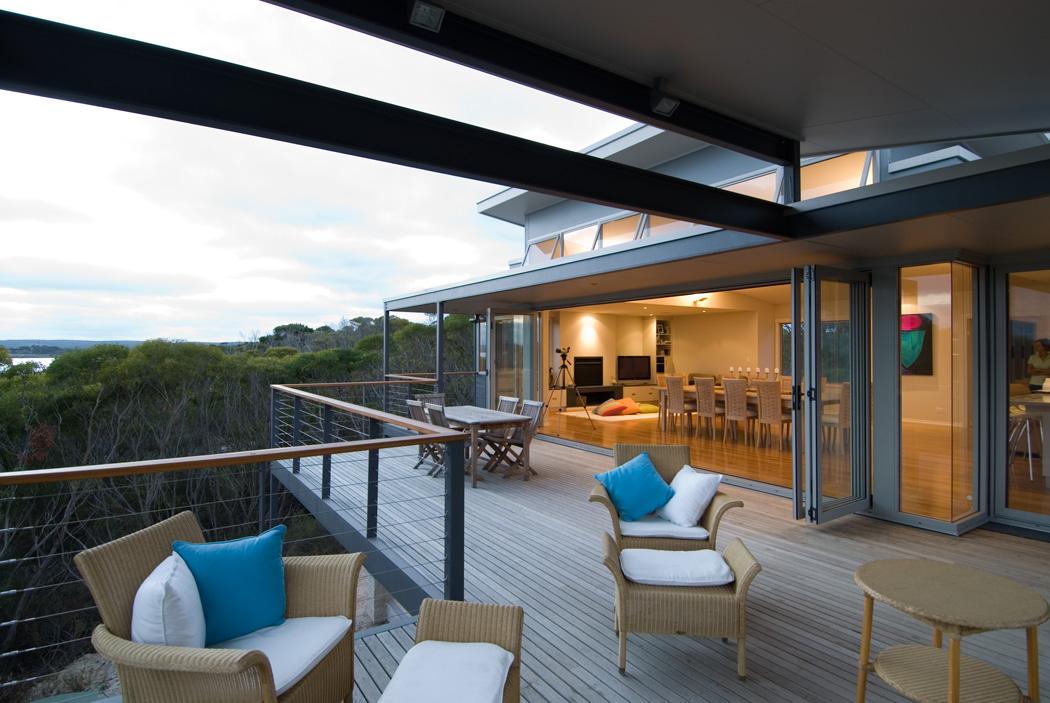 De-coudie-beach-house-deck-external.jpg