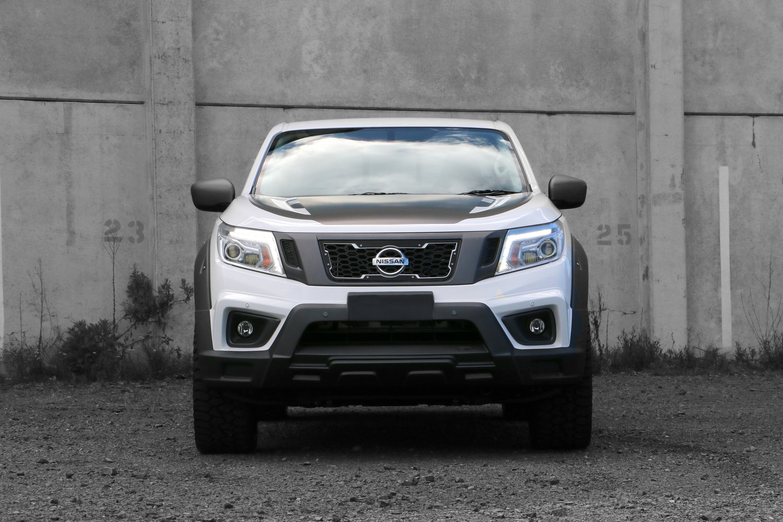 Nissan_Navara_Front_on.jpg