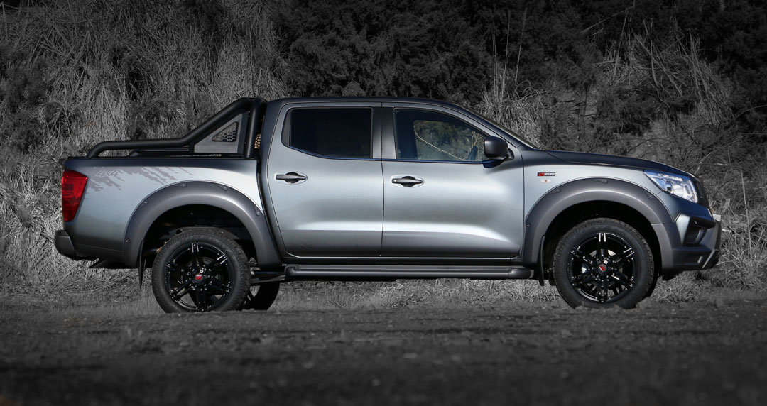 Nissan_Navara_R_sport_Granite_Side.jpg
