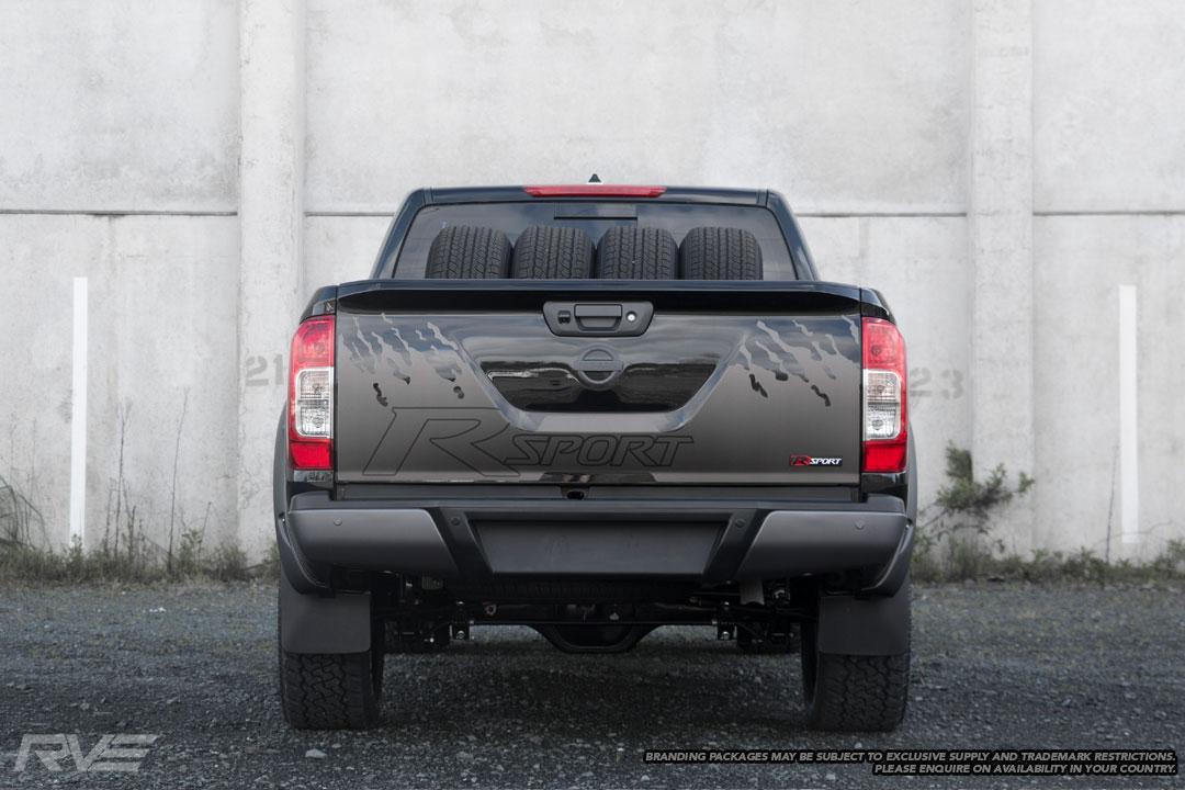 Nissan-Navara-R-Sport-Black-5.jpg
