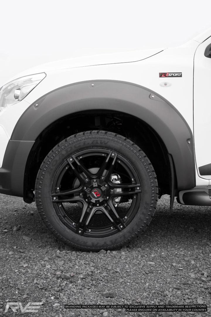 Nissan-Navara-R-Sport-White-6.jpg