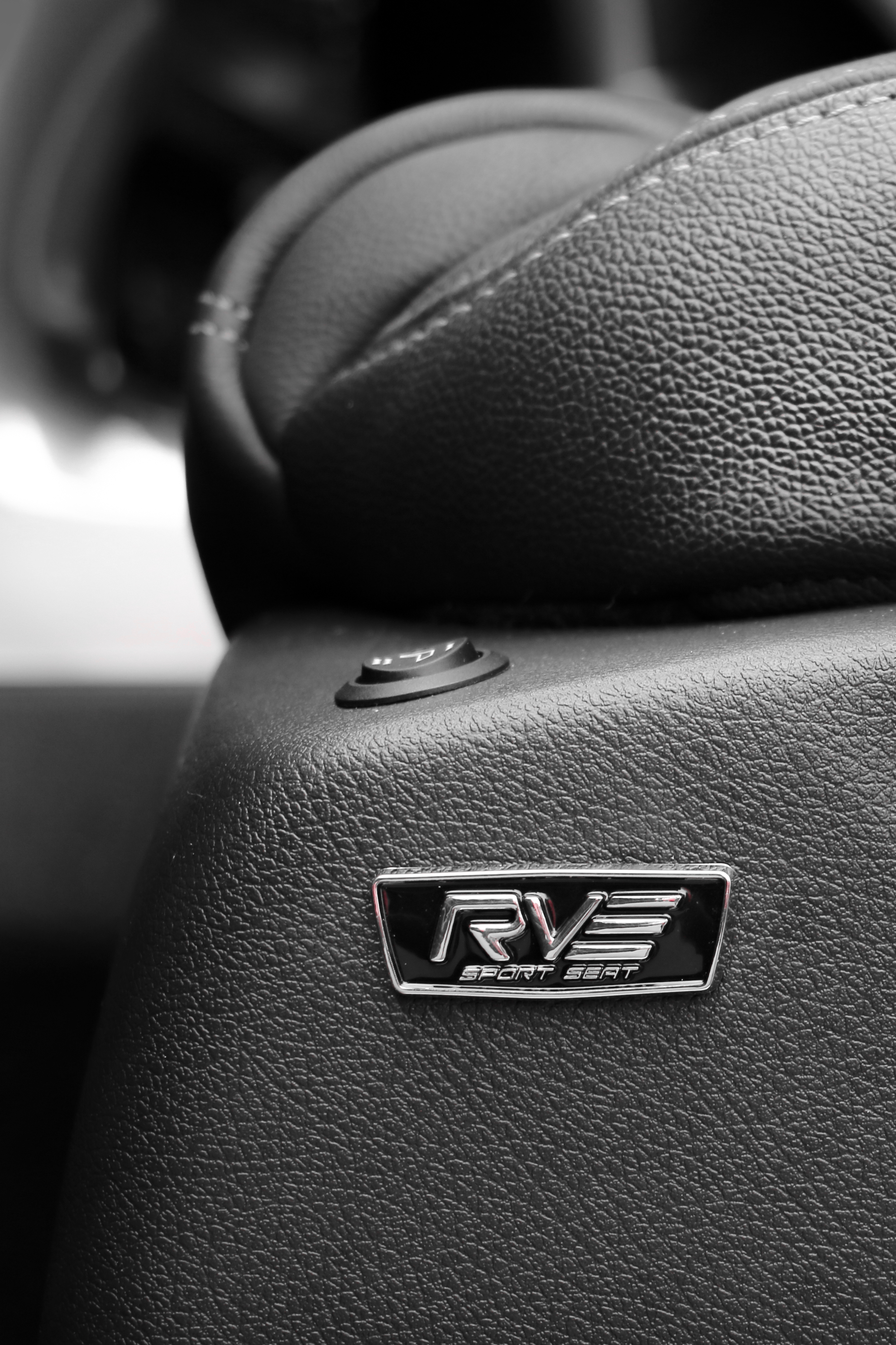 RVE-Sport-Seat-Monza-Badge-Brand.jpg