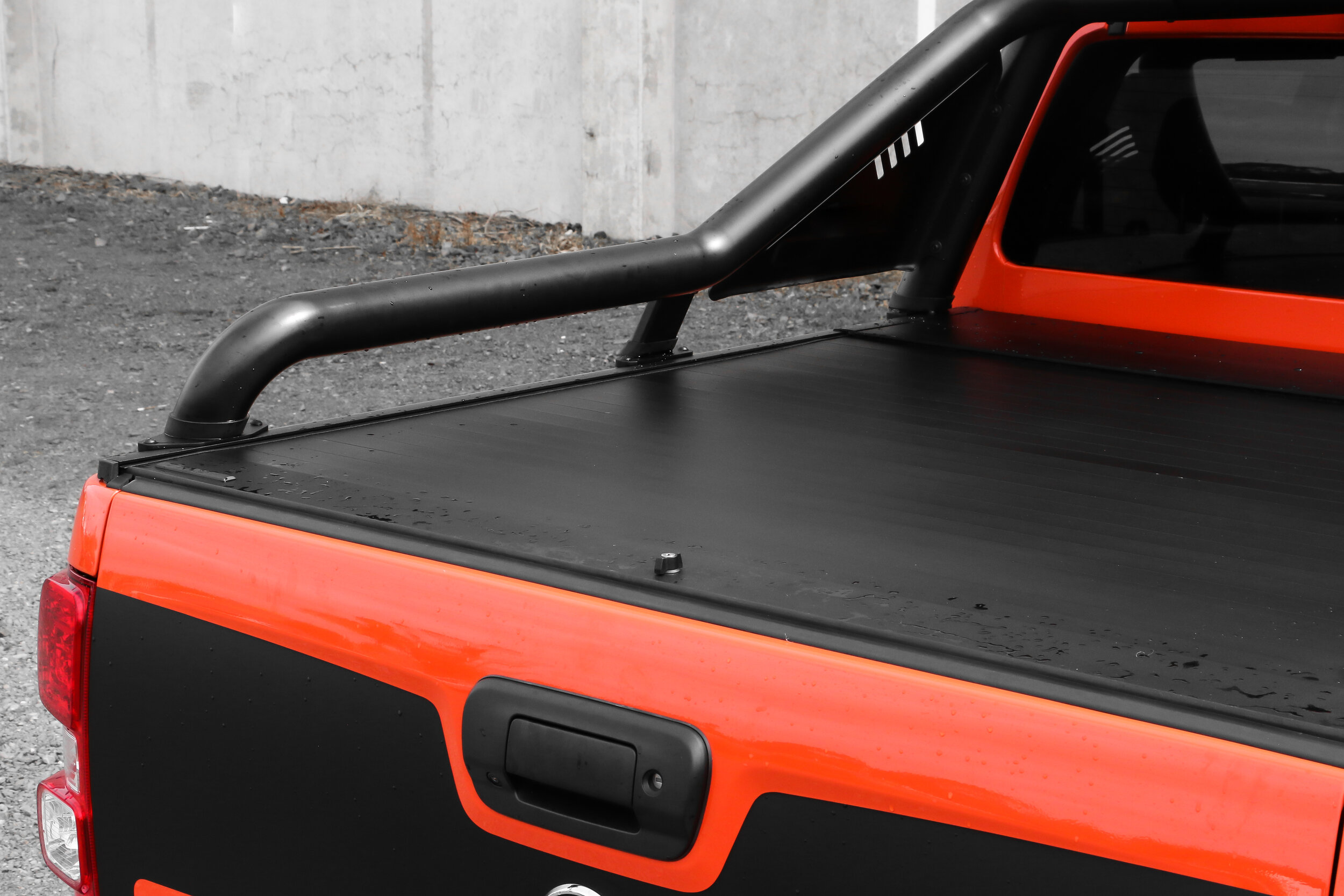 RVE-Holden-Colorado-Electric-Roller-Shutter-Lid-with-factory-extended-bar-2.jpg