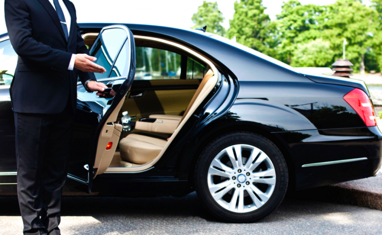 Corporate Sedans and Limousines - Are you an executive or executive assistant interested in reserving a luxury sedan? Schedule a ride and get our best rates for any of our luxury vehicles.