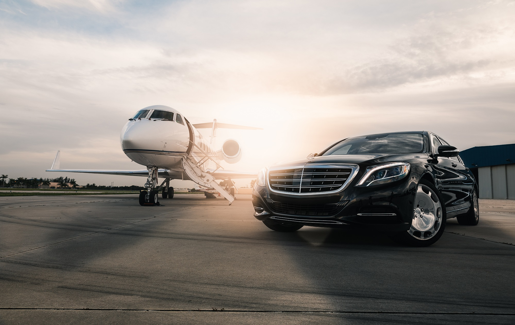 Airport Luxury Sedan Service - Hire Famous Limo Service and let us give you a ride to and from Los Angeles International Airport. Travel in style in our luxury SUV service and premium sedans.