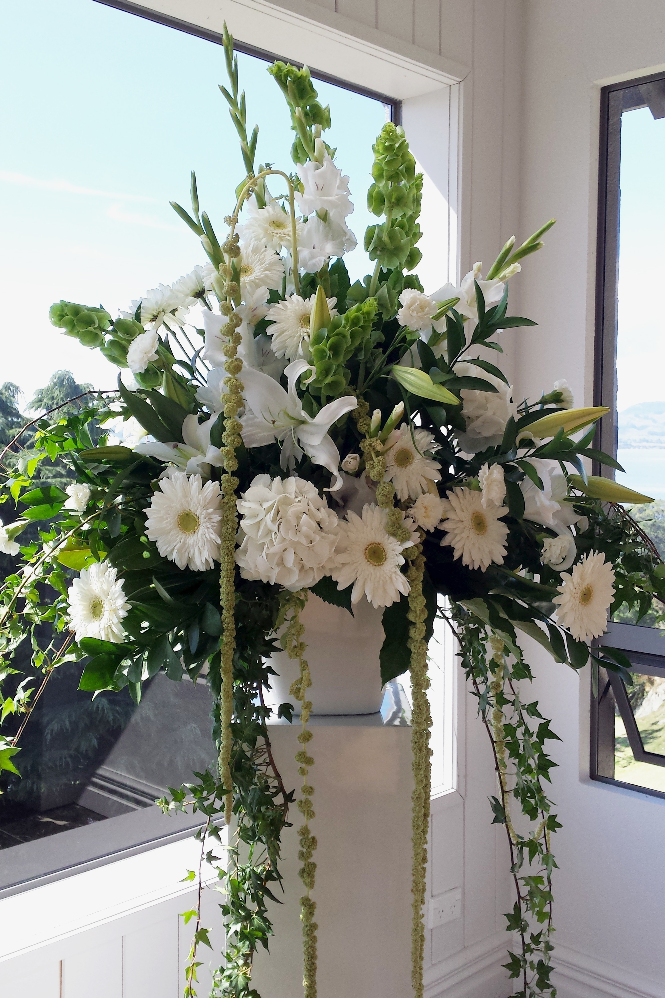 SYMPATHY FLOWERS - A truly personal tribute for your loved one's funeral.