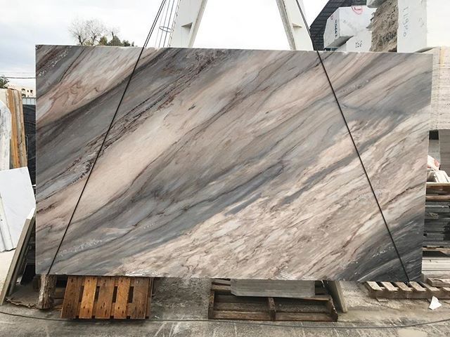 Palissandro.  #marble#grey#pink#waves#nature#stone#natural#love#pictureoftheday#slabs#palissandromarble#beauty#architecture#design#lebanesearchitecture#lebaneseinteriordesigners#designers#luxury#stone#lebanon#beirut#factory#marmgroup#italy