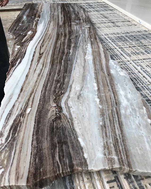 Palissandro Cioccolato.  #palissandro#cioccolato#brown#white#italian#stone#marble#love#luxury#nature#picoftheday#designers#interiordesign#homedecor#factory#slabs#lebaneseinteriordesign#marmgroup#beirut#lebanon#italy
