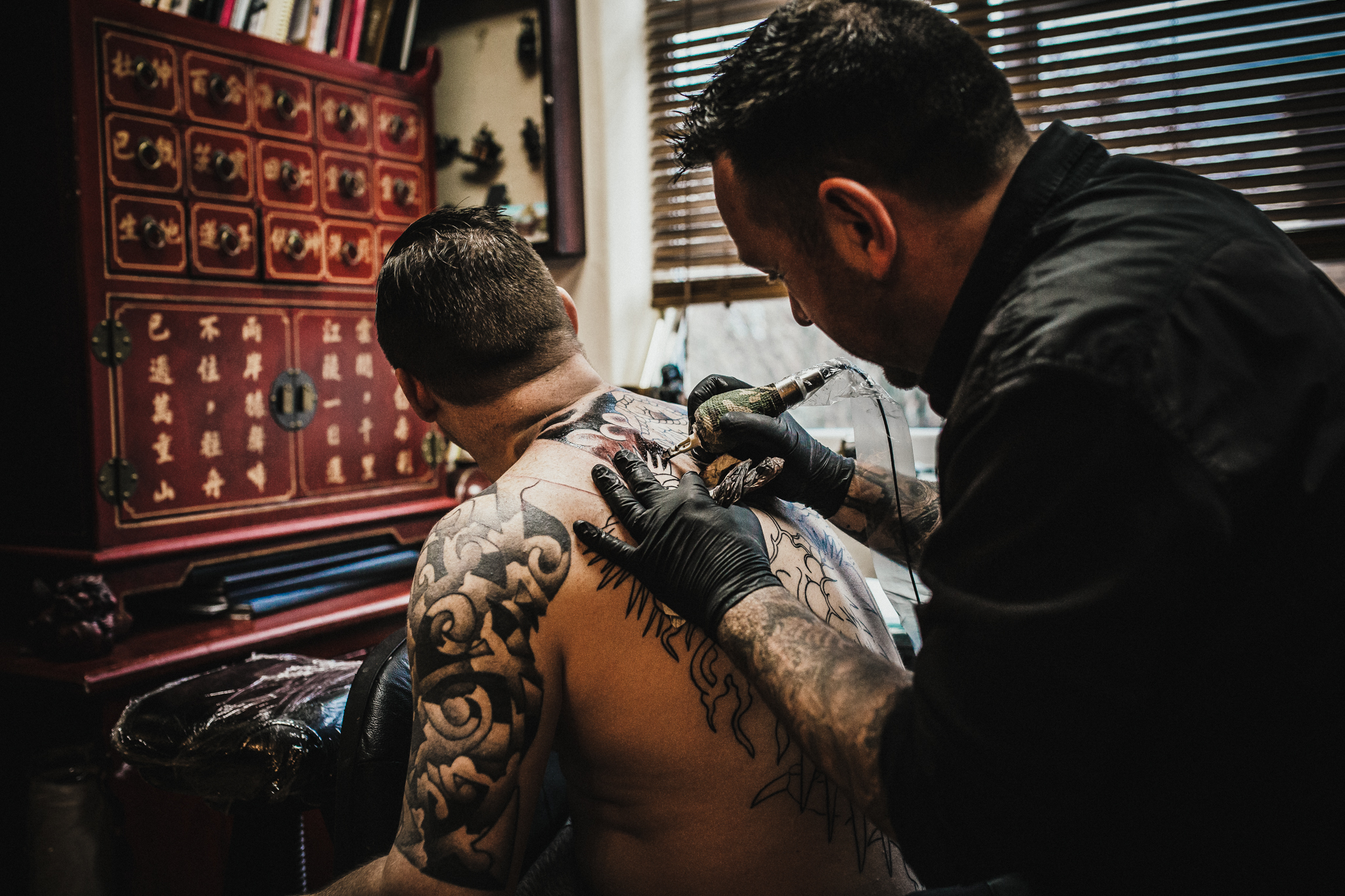 72 Tattoo is a modern, multi award winning studio. It is owned and run by Sean Lyons andGavin Rourke. Alongside them are tattooersBen Almond and Mike Howard. -