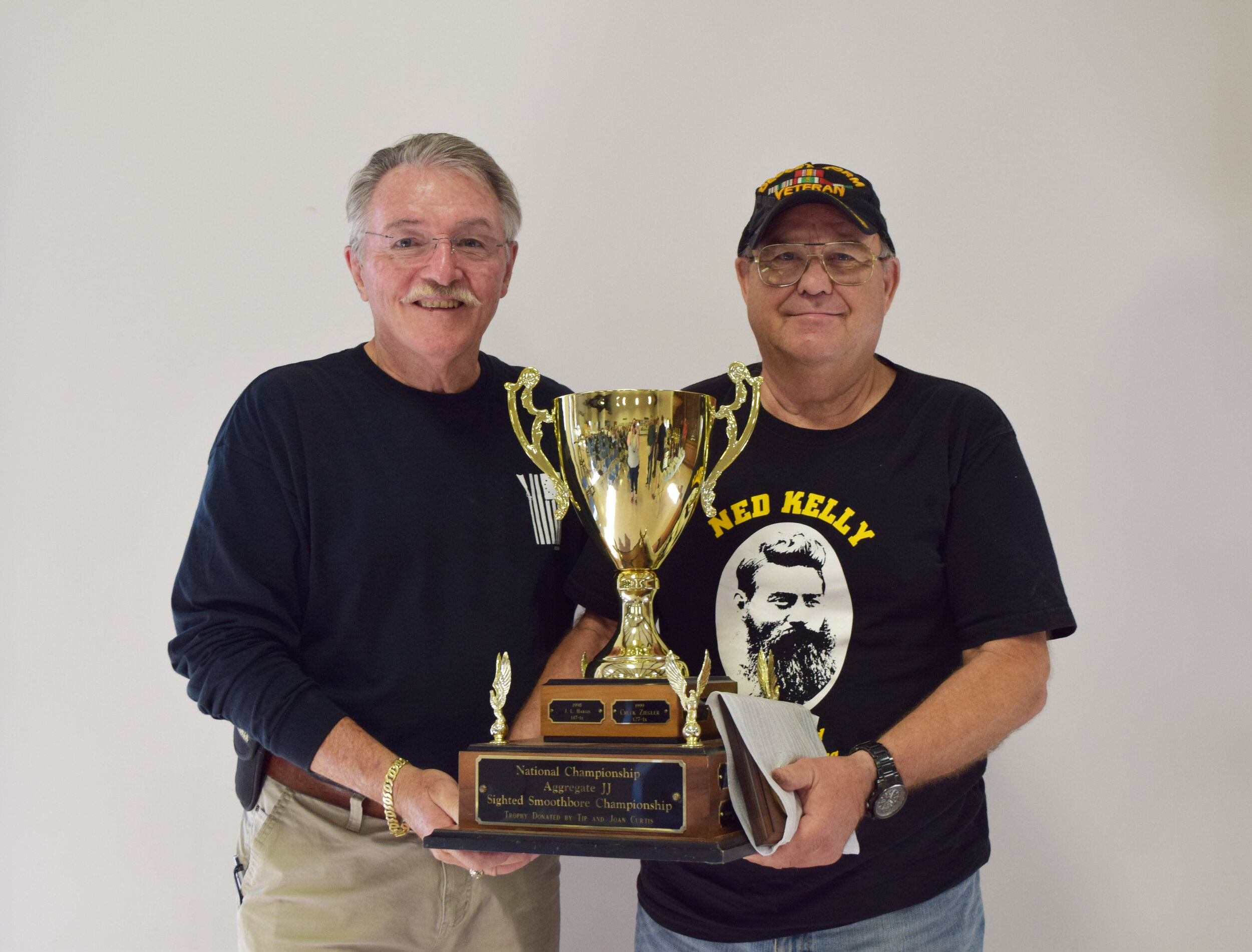 Darrell Vigue - Aggregate JJ - Sighted Smoothbore Championship Winner with NMLRA President Brent Steele