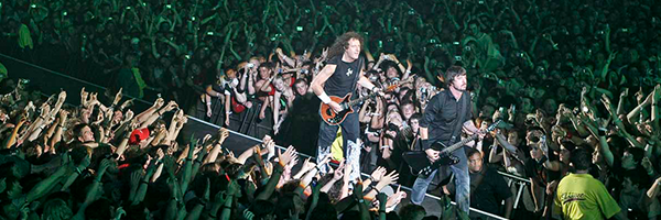 Foo-Fighters_Hyde-Park_2006.png