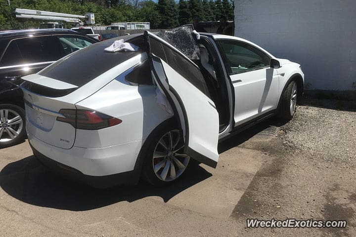 tesla-x-with-door-ripped-off-by-garage-900x600-720x720.jpg