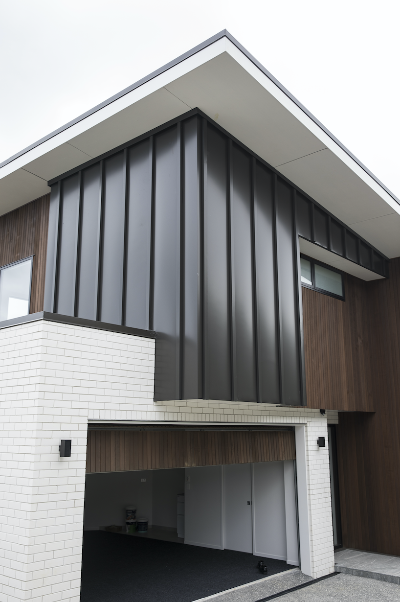 The-Roofing-Store-Steel-Metal-Standing-Seam-Batten-Cap-Virtor+-ZX-Ironsand-7-LR.png