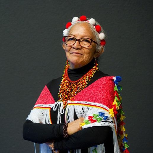 Cécile Kouyouri - Issue de la nation Kali'na, Cécile Kouyouri est la Cheffe coutumière du village de Bellevue en Guyane française depuis 1997. La cheffe coutumière est en charge de représenter la loi et la sagesse dans sa communauté. Elle joue le rôle de garante de la transmission de la culture au sein de son village. Elle représente son village face aux élus locaux. Elle est la première femme à avoir été élue à ce poste. Sous son autorité, elle a obtenu de l'État au profit des habitants du village de Bellevue YANU, une zone de droits d'usage collectif (zduc) et une concession collective d'une superficie de 40 000 hectares de terre.