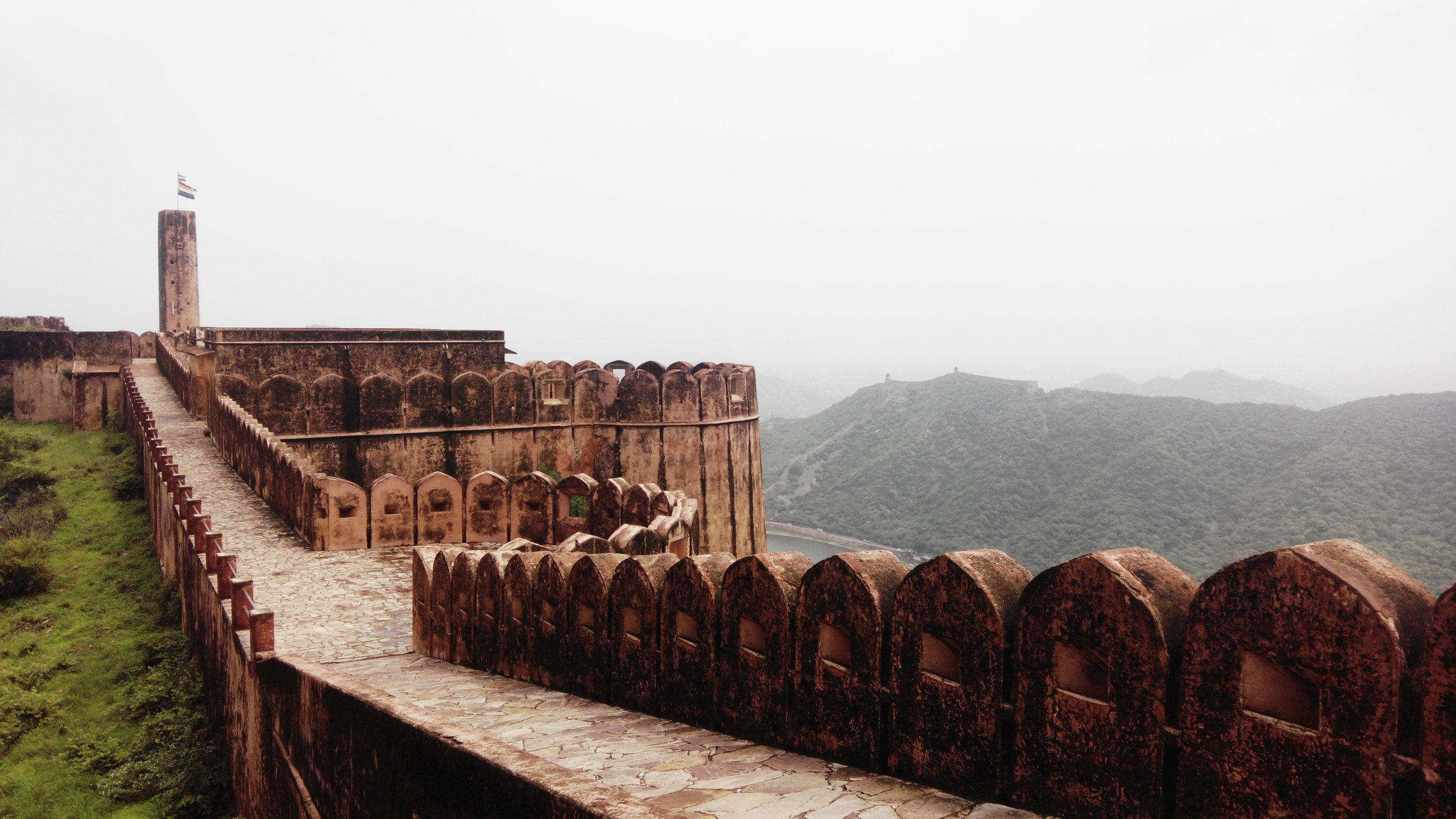 jaipur-fort-walls.jpg