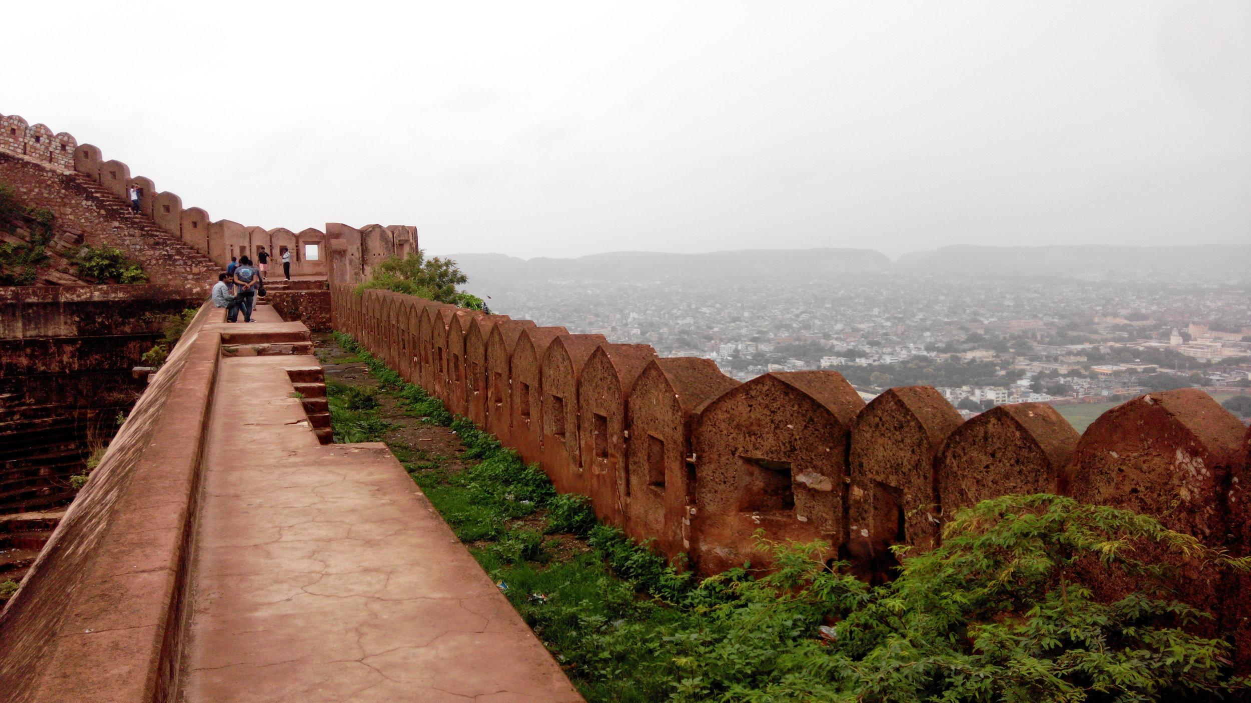 Jaipur-walls-fort-rajasthan.jpg