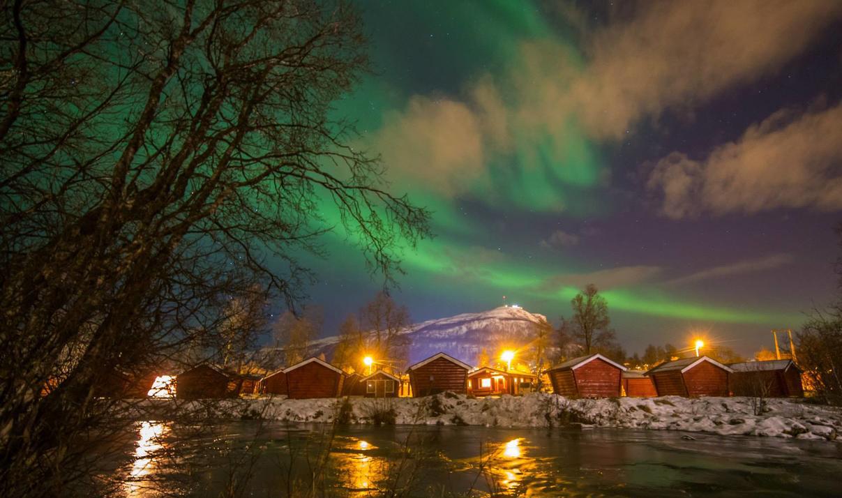 tromso-lodging-northern-lights.jpg
