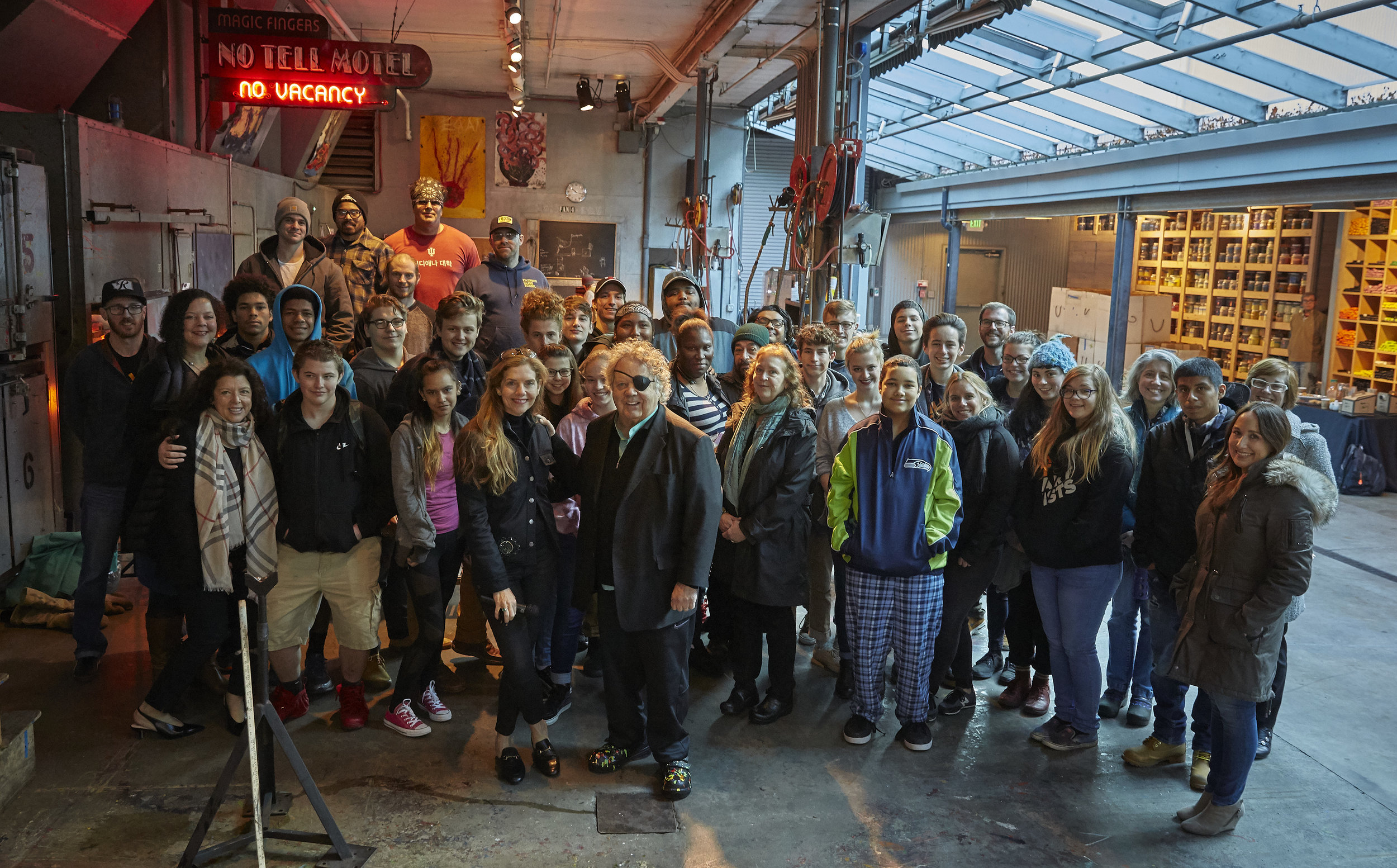 Dale and Leslie Chihuly, Team Chihuly, and Hilltop Artists students and faculty at The Boathouse Hotshop, 2017. © Chihuly Studio. All Rights Reserved.