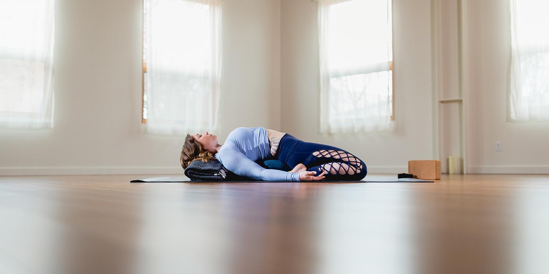 Yin Yoga pose pour soulager les douleurs lombaires