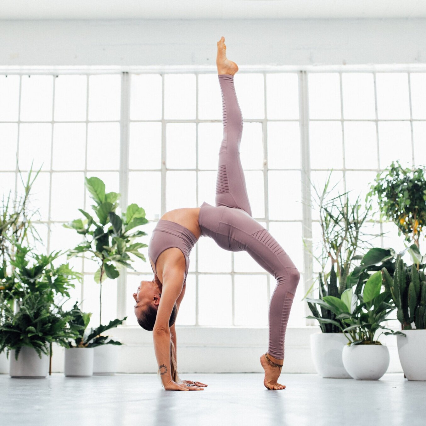 3 Wheel Pose Variations To Challenge Your Practice Alo Moves