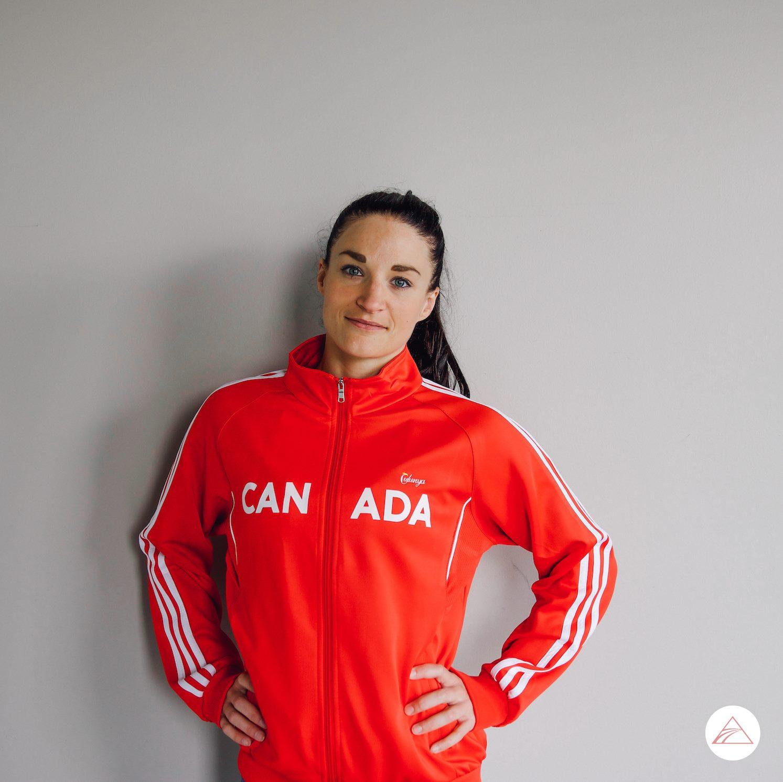 Anna von Hoyningen Huene - Anna est attirée par les acrobaties depuis qu'elle sait marcher. Elle a commencé dans le ballet et la gymnastique et est finalement tombée amoureuse des acrobaties aériennes à l'âge de 11 ans. Elle a des années d'expérience en chorégraphie aérienne, en performance et en coaching et elle est une éducatrice née. En tant qu'entraîneur personnel certifié, Anna conseille ses clients en matière de santé et de nutrition depuis 2005. Anna a reçu son éducation de cirque en tissu aérien, sangles, cerceau et trapèze fixe. Elle a également participé à des compétitions nationales et internationales en pole art et en pole sport et elle est la première et la seule athlète de pole canadienne à se placer dans les top 10 au monde au championnat du pole du pole sport. Anna est également une entraîneure de pole diplômée de l'IPSF et est présidente du comité de formation, créant et offrant des cours qui certifient les instructeurs de pole à travers le monde. Elle adore cette nouvelle discipline émergente et espère contribuer à la promouvoir à l'échelle nationale et internationale.L'éducation :Maîtrise (M.A.) en technologie de l'éducationCORFIT Personal TrainerCORFIT NutritionAgatsu Kettlebell Instructeur Niveau 1Certificat de code de points IPSF (International Pole Sport Federation)Maître entraîneur IPSF (niveau 4)Juge de niveau 2 de l'IPSFÉcole de Cirque Leotard, MontréalENC (Ecole Nationale de Cirque), en cours Titres de pole:1ère place au Championnat canadien du pole sport - Montréal, Canada - 2019 (Qualification mondiale)7ème place au Championnat du Monde IPSF de Pole Sport - Tarragone, Espagne - 20181ère place APL Worlds Qualifier - Tucson, USA - 20182ème place Pole Championship Series Arnold Sports Festival - Columbus, USA - 20181ère place au Championnat nord-américain de Pole Dance, Elite - Chicago, USA - 20178ème place au Championnat du Monde IPSF de Pole Sport - Amsterdam - 20171re place au Championnat canadien de sport à la perche - 20172ème place Po