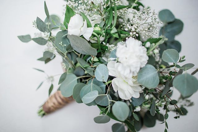 Florals are my favorite part of any wedding day... besides the dress, cake, venue, family, love... well, you get the point!