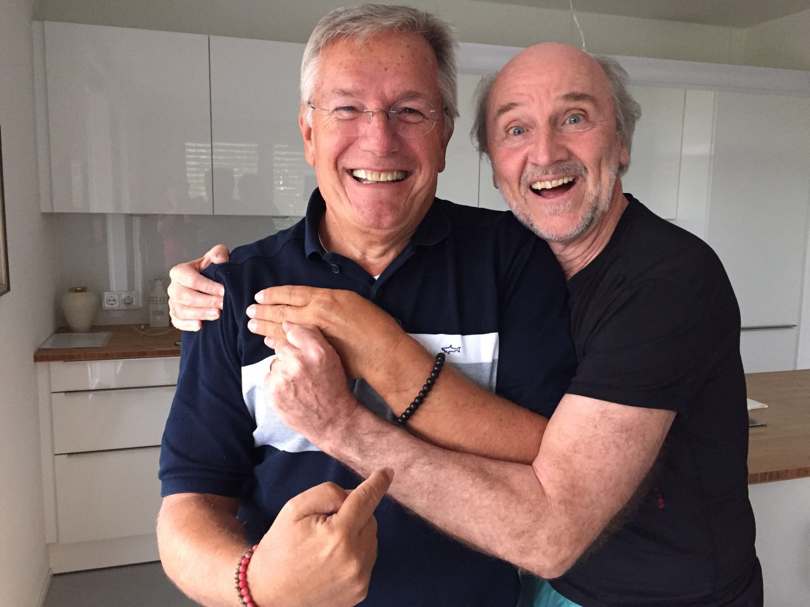 With my best friend, Hans Donner, Rede Globo at his kitchen, we create together a new watch timedimension by Hans Donner