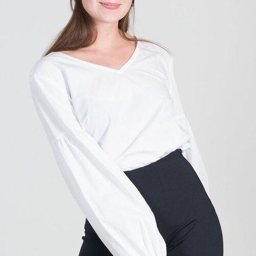 Jane'NJune Bluse Vincenza - Material: 100% BiobaumwollePreis: 95,00 €Erhältlich: loveco-shop.deWeisse Blusen sind immer eine gute Wahl für den Business Look. Kombiniert zu einer grauen Jeans machen sie das Outfit alles andere als Langweilig. Diese Bluse gefällt uns besonders wegen ihres Schnittes. Sie hat einen V-Ausschnitt und weite Ballonärmel. Das minimalistisch gehaltene Design, das gleichzeitig zeitlos und modisch ist, stammt vom Öko Label Jane'NJune.