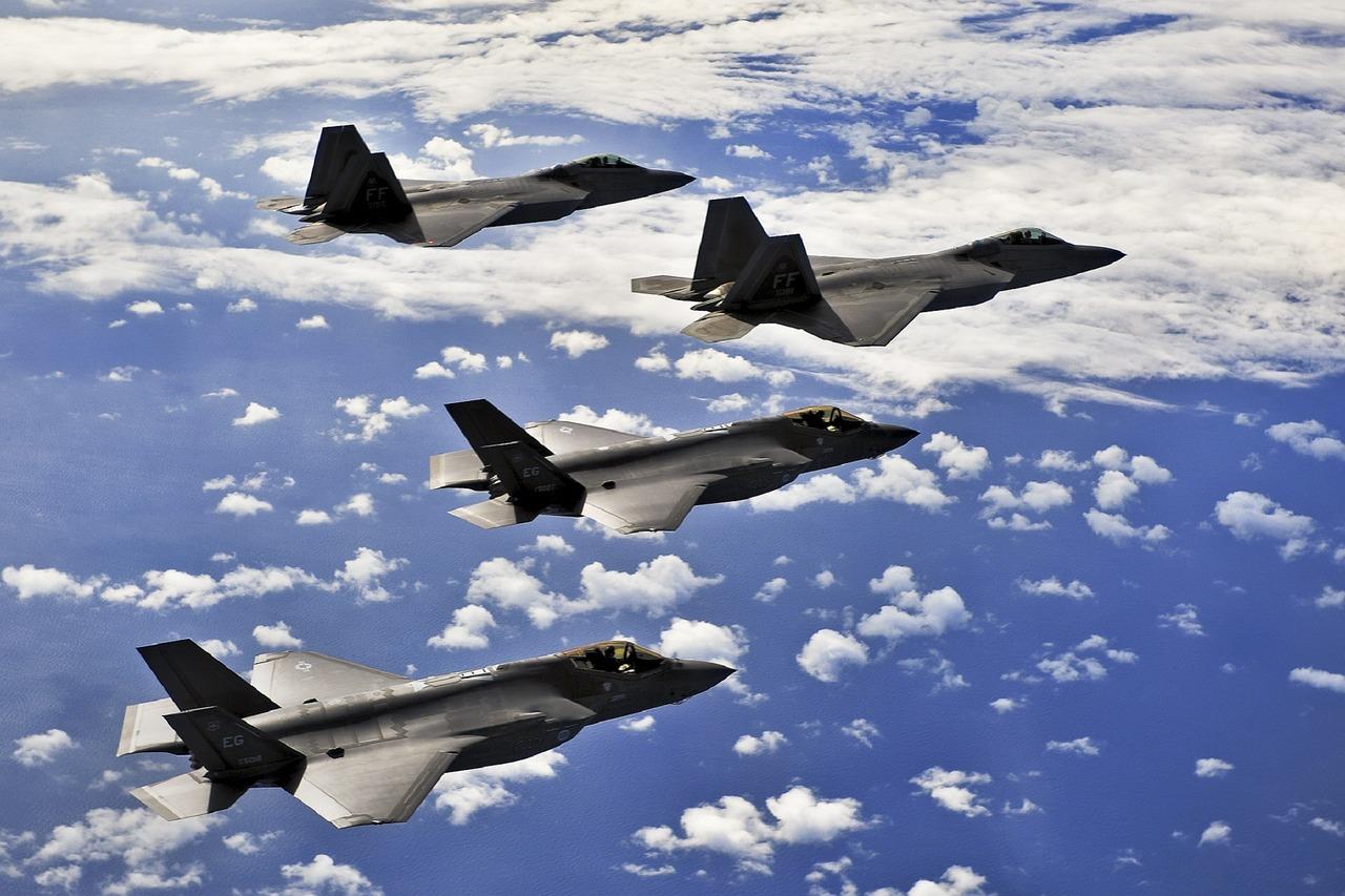 military-jet-1008266_1280.jpg