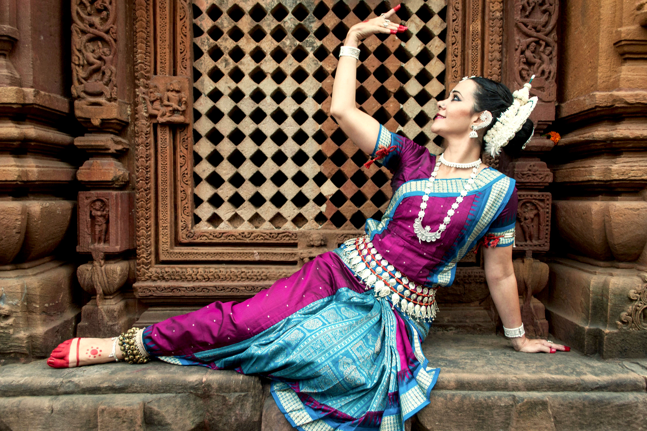 Namaste, my name is Tara - Welcome to my new website. I hope my journey as a dance artist and my devotion for Indian Performing Arts, will inspire you to follow your heart and live your purpose.